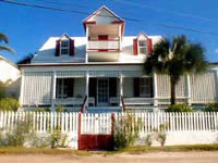 imposing and impressive dunmore Cottage of Harbour Island, Bahamas